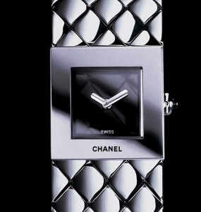 Montre  Chanel collection matelassée neuve