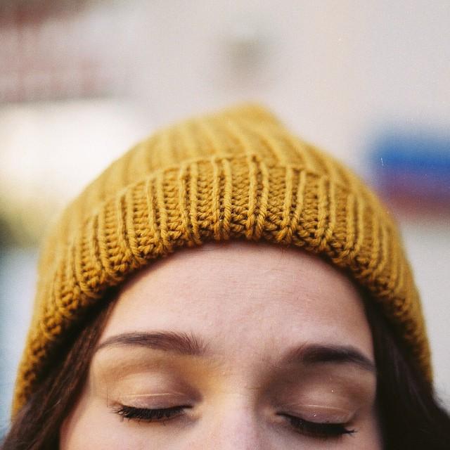 On sort les bonnets à #dlab et on aime ça ❄️ (photo de thisispaper) Belle journée à tous ? #dlabnutricosmetics #froidparisien